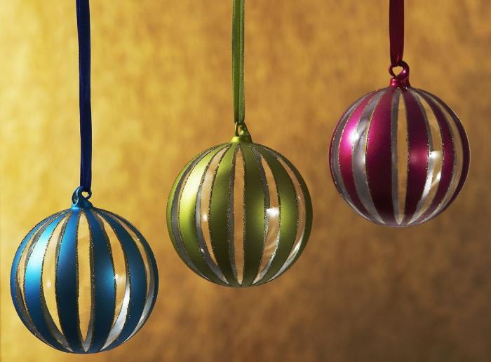 navidad-12-ideas-decorar-la-casa-adornos-varios-colores
