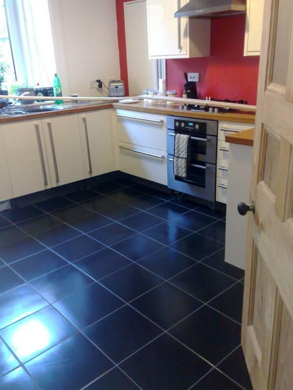 Suelo cocina suelo en marrn para cocina cocina blanca - Limpiar baldosas cocina ...