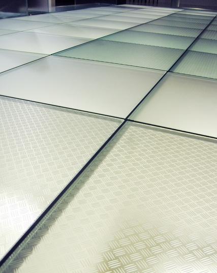 Ampliar visualmente los espacios con suelos de cristal - Suelos de cristal ...