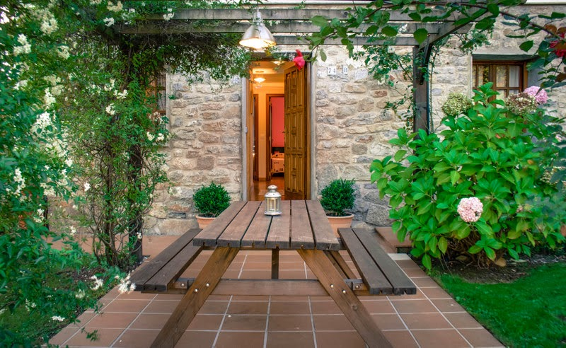 Cocina con acceso al cenador exterior
