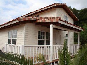 Exterior de una casa de madera de Casas Carbonell
