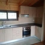 casa de madera, cocina en olmo claro