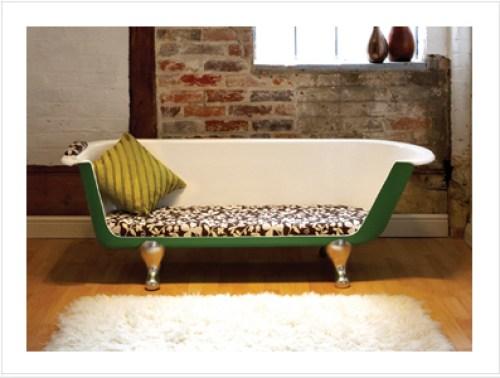 bañera-reciclada-y-converrtida-en-sofa