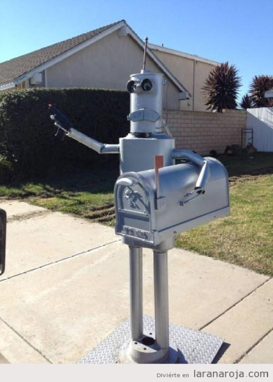 buzon-correos-original-forma-robot
