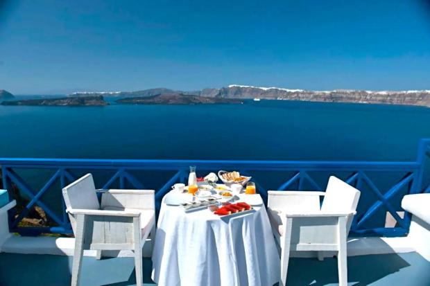 private-terrace-having-breakfast-astarte-suites-hotel-santorini-greece-66798-1900