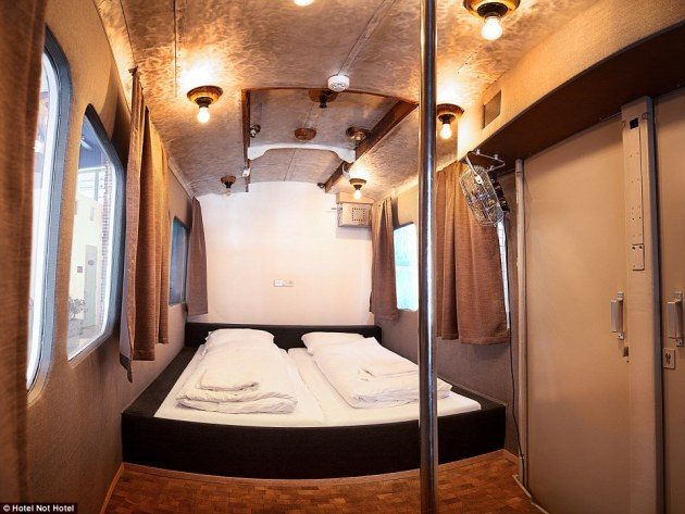 2C96AF7000000578-3243157-Inside_the_Amsterdam_Tram_Cart_room_which_was_created_in_order_f-a-36_1442838170208
