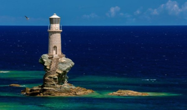 tourlitis-lighthouse-in-the-hora-of-andros-696x410