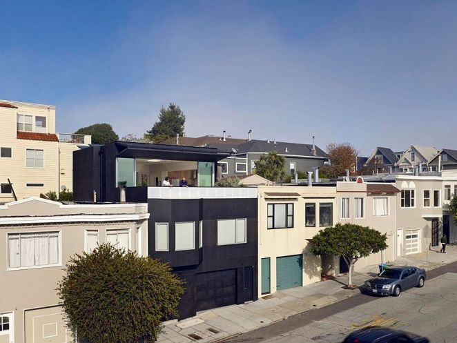 Distinctive-and-dark-street-facade-of-20th-St-House-in-San-Francisco