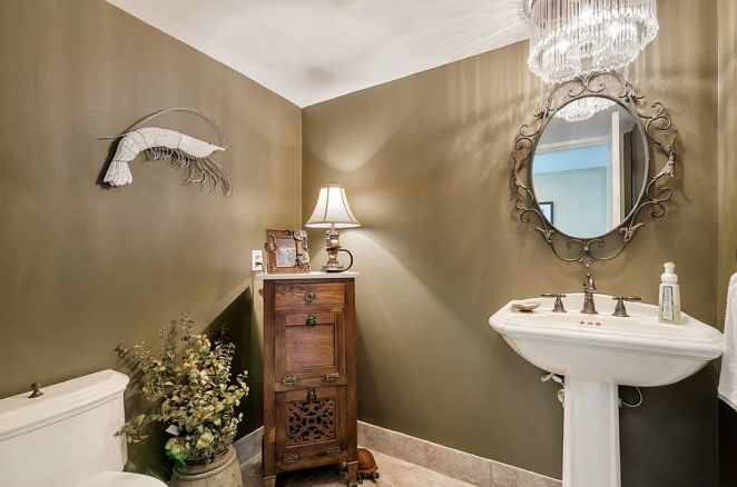 Glamorous-powder-room-with-a-blend-of-tropical-and-coastal-styles