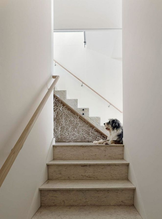 Simple-staircase-design-draped-in-minimal-hues-and-stone-steps