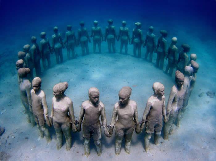 Mausolée en hommage au esclaves morts sur la route des amériques