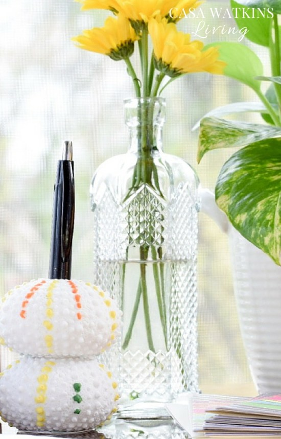DIY-Pom-Pom-Inspired-Pen-Holder-Made-With-Vase-Filler-Sea-Urchins