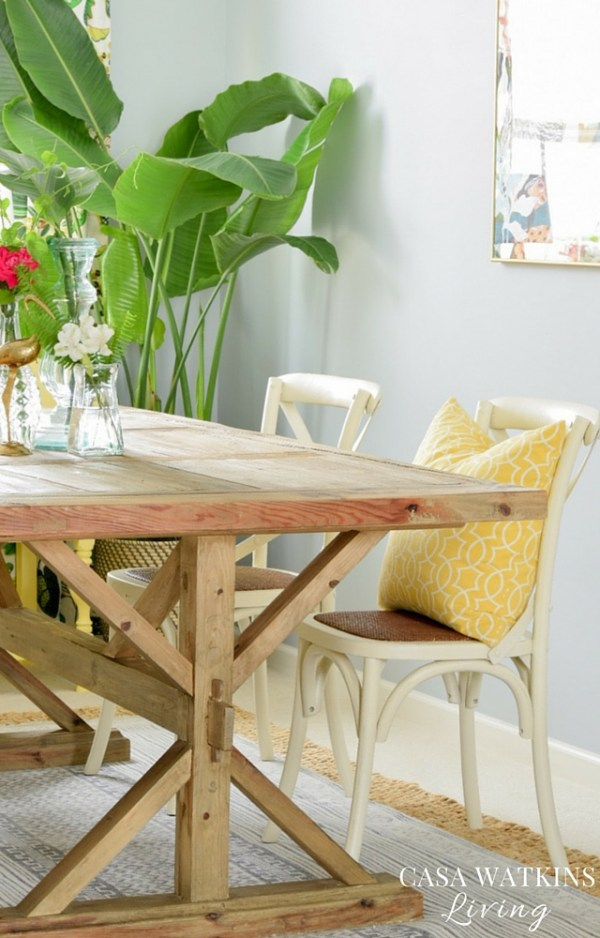 Farmhouse-table-with-tropical-global-styling