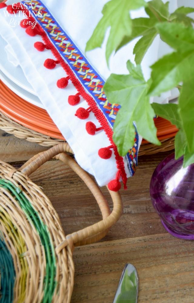 Make DIY pom pom napkins from a curtain!