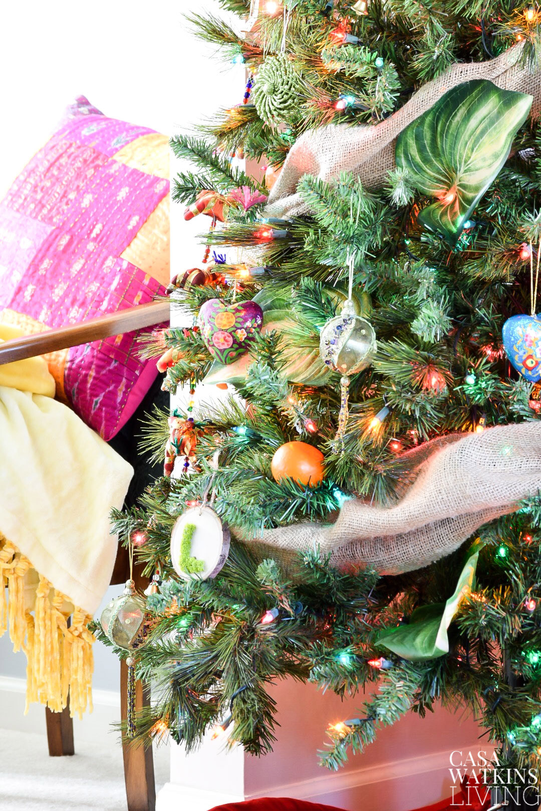 how to decorate colorful global boho christmas tree!