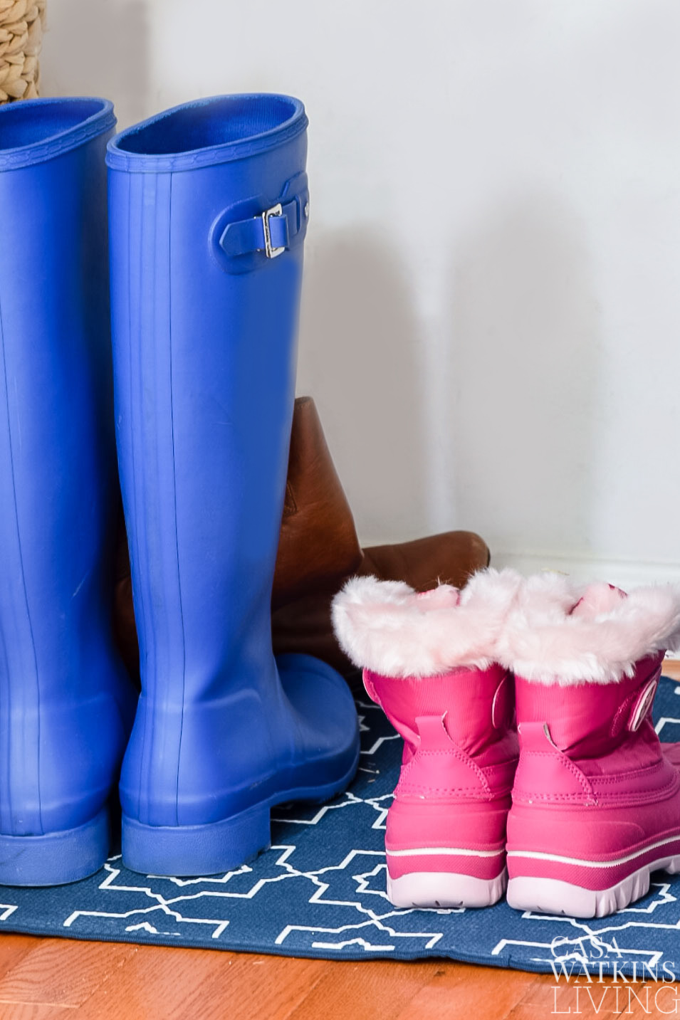 Use dish drying mat to dry wet boots