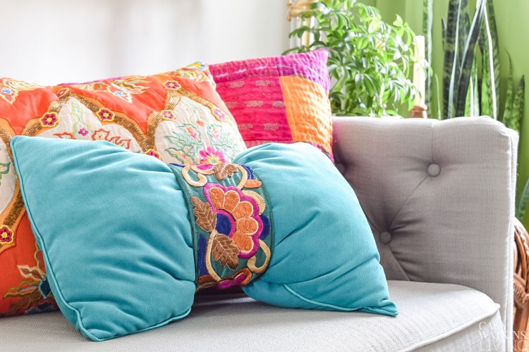 Quick DIY no sew pillow in 1 minute