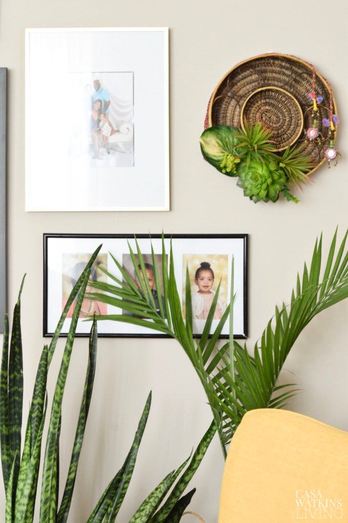 diy wall art created by upcycling woven tray!