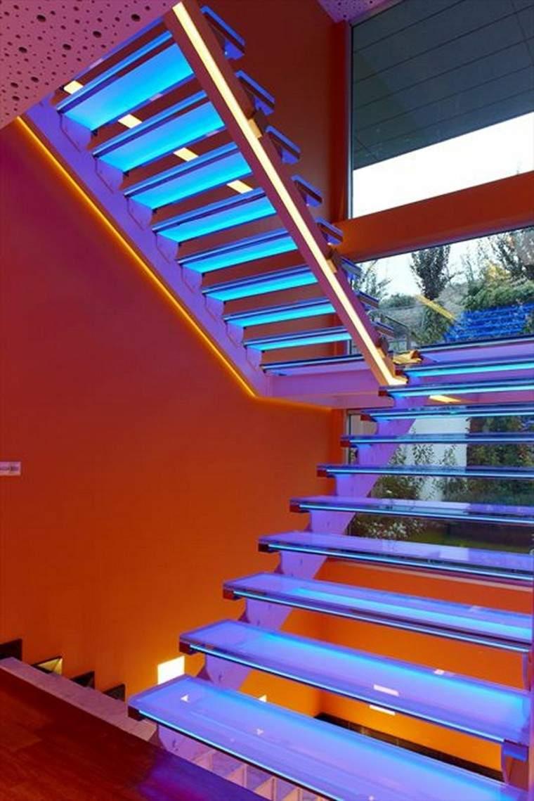 iluminación led escalera azul decoracion moderno