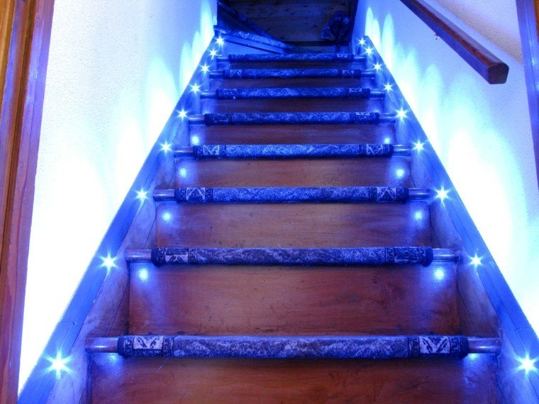 madera intenso azul escalera baranda