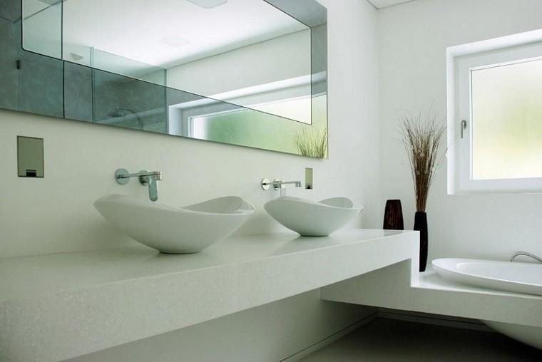 baño lujoso color blanco moderno
