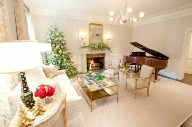 piano decorado motivos navideños