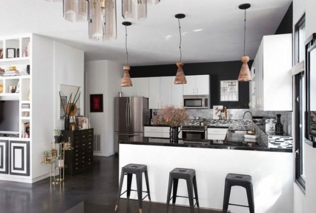 Çekici mutfaklar siyah eğimli sandalyeler