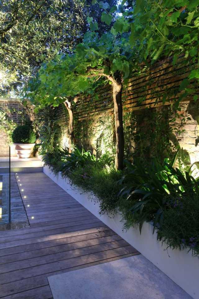 iluminacion exterior moderna bombillas entre plantas ideas