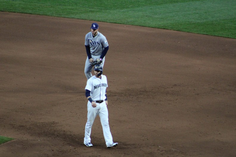 Mitch Haniger walks back to first.jpg
