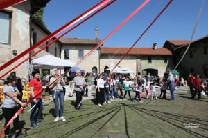 """1 maggio: """"Festa di Primavera, delle Api e Danza del Palo di Maggio"""""""