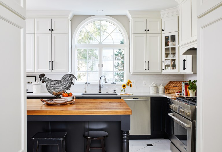 Transitional Kitchen with large space with an open setting