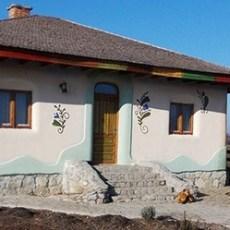 Casa Brandusa – Una dintre cele mai frumoase case moderne, din chirpici