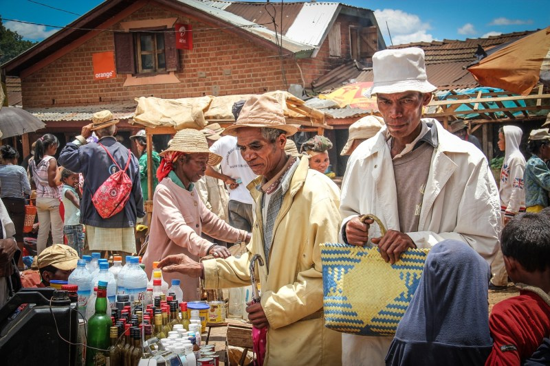 Street market, Madagascar, Countries for Kids, CASE OF ADVENTURE