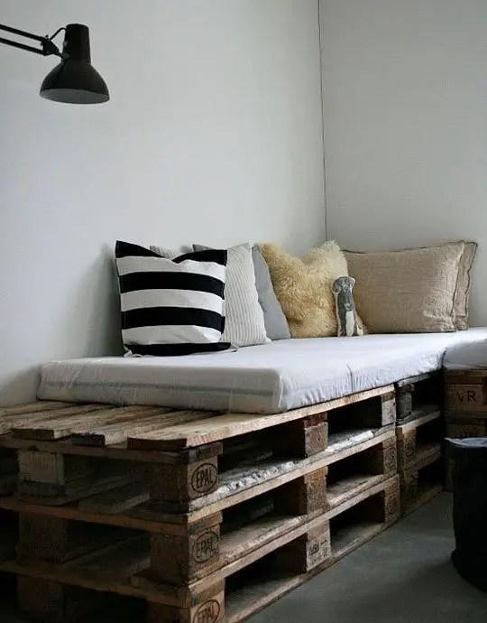 10 idei de mobilier din lemn refolosit