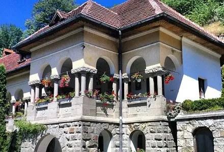 case in stil brancovenesc in Romania