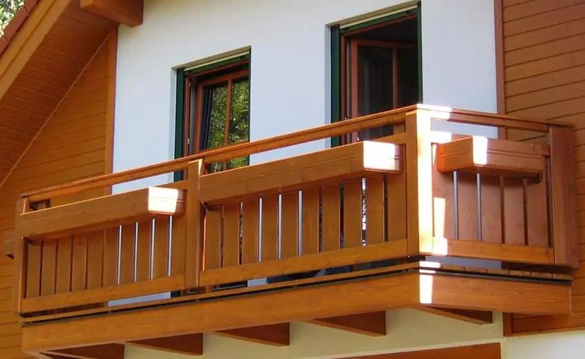 Modele de balcoane din lemn frumoase