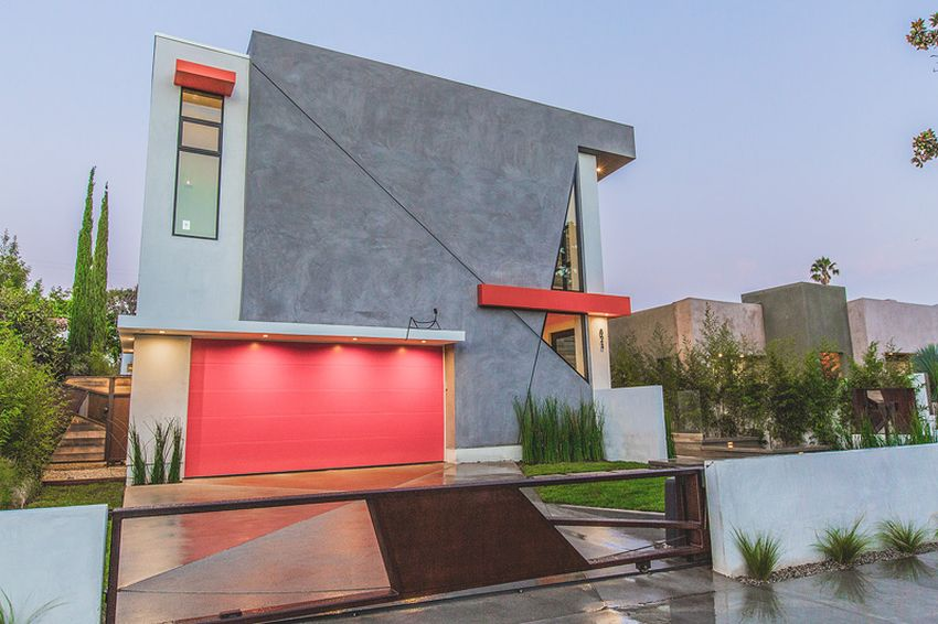 Casa unghiulara din Hollywood
