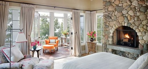 Case cu balcon inchis si intim