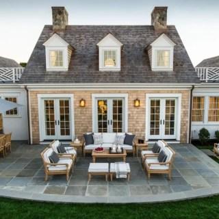 Case cu terasa in spate si elegante
