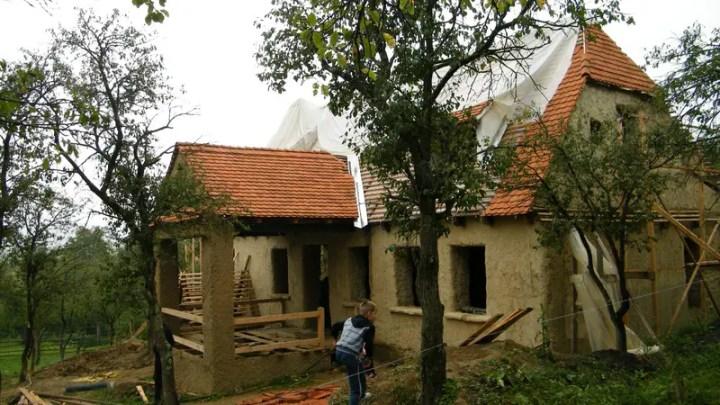 case ecologice construite din lut Natural cob houses 3