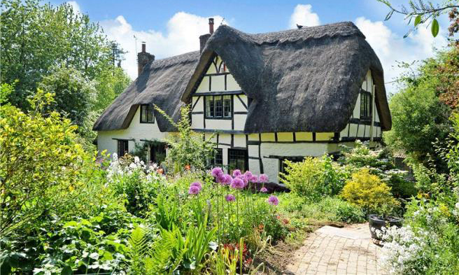 casa cu stuf thatched english cottage