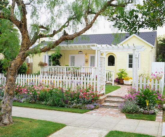 Amenajarea gradinii din fata casei front yard landscape ideas 10