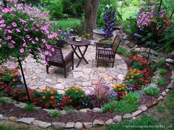 aranjamente de gradina cu pietre si flori Stone and flower garden design ideas 1
