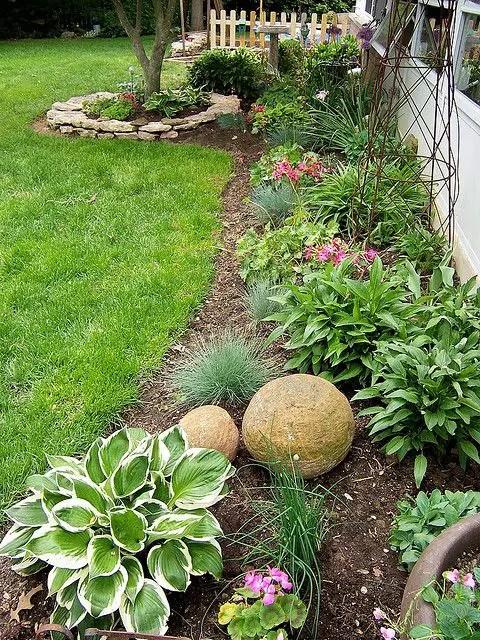 aranjamente de gradina cu pietre si flori Stone and flower garden design ideas 2