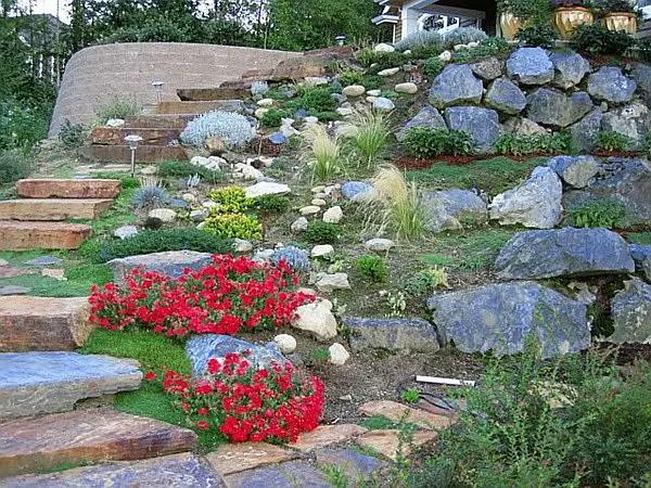 aranjamente de gradina cu pietre si flori Stone and flower garden design ideas 6