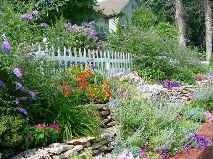 aranjamente de gradina cu pietre si flori Stone and flower garden design ideas 9