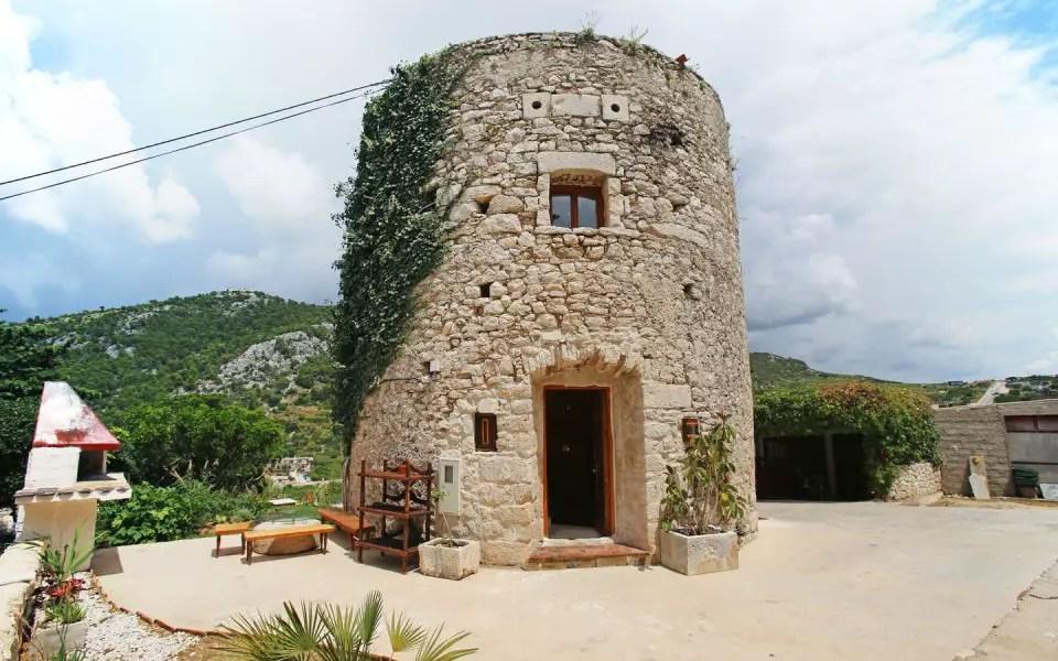 Casa din turnul franciscan