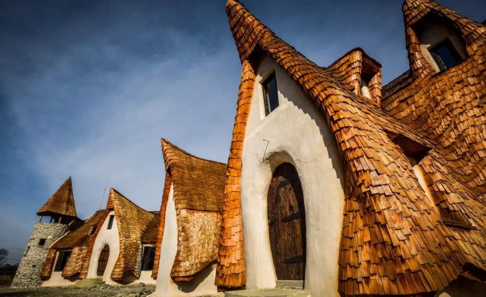 Castelul de lut de la Porumbacu FOTO: Silvana Armat via turnulsfatului.ro