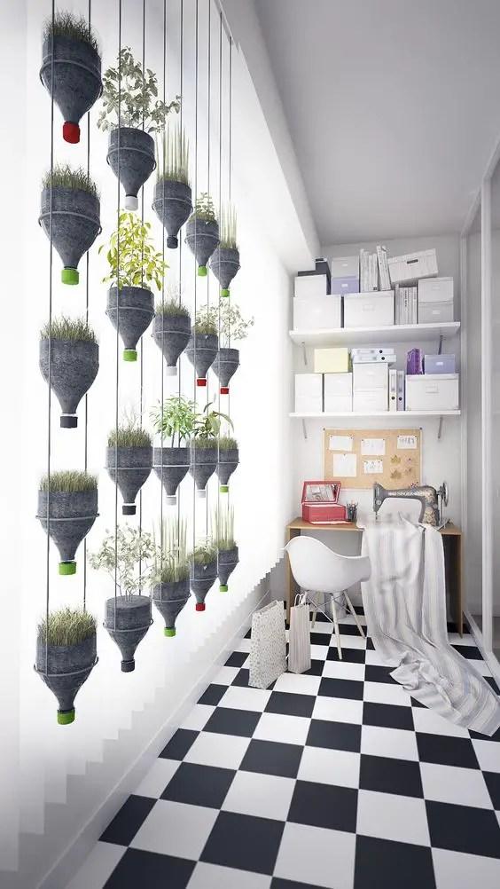 gradini verticale din peturi Plastic bottle vertical garden ideas 10