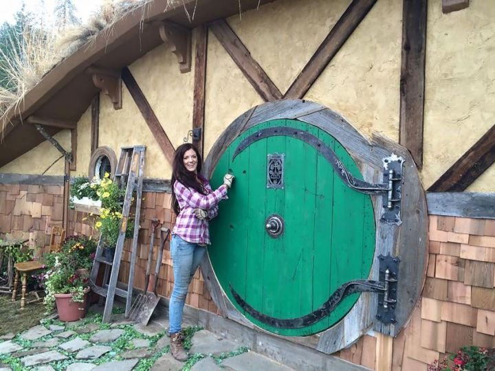 Casa hobitului - Kristie Wolfe si casuta ei din povesti bine ancorata in vremurile moderne